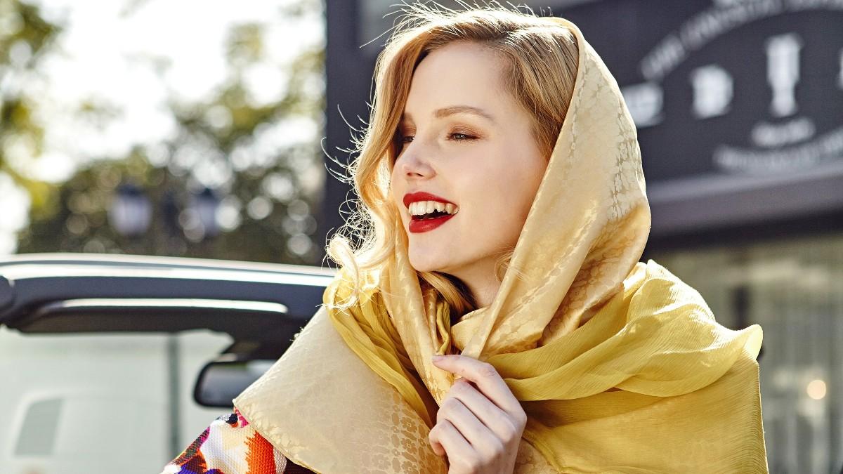 佩琪:夏天丝巾的系法和搭配