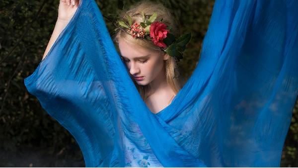 佩琪:时尚夏季丝巾系法和搭配!