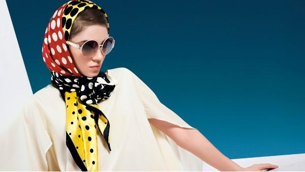 凹造型不可少丝巾,五个搭配方式让你雅致又时髦