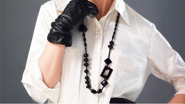 佩琪:一条合适的毛衣链,让毛衣穿出高级感