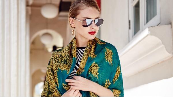 佩琪:时尚丝巾收纳和搭配方式