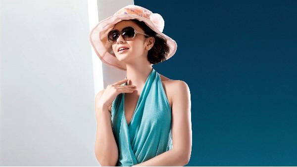 佩琪:夏天帽子什么颜色可选择
