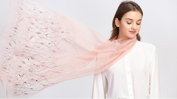 佩琪:丝巾这样搭配简直美翻天!
