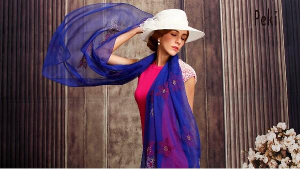佩琪:帽子凹造型最时尚款
