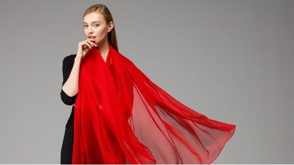 佩琪:教你如何挑选和购买丝巾