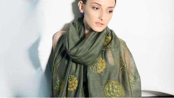 佩琪:四十岁女性减龄围巾的系法搭配妙招