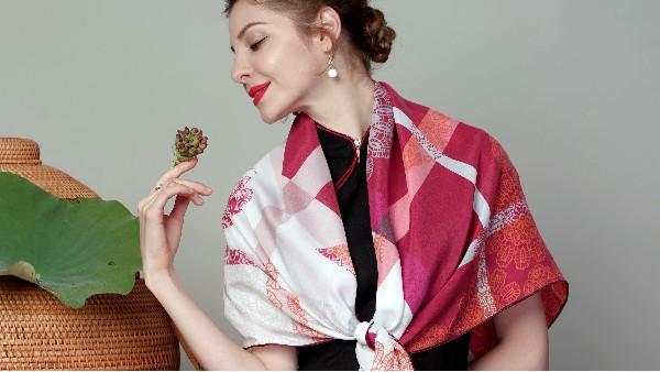 佩琪:冬天什么围巾容易搭配